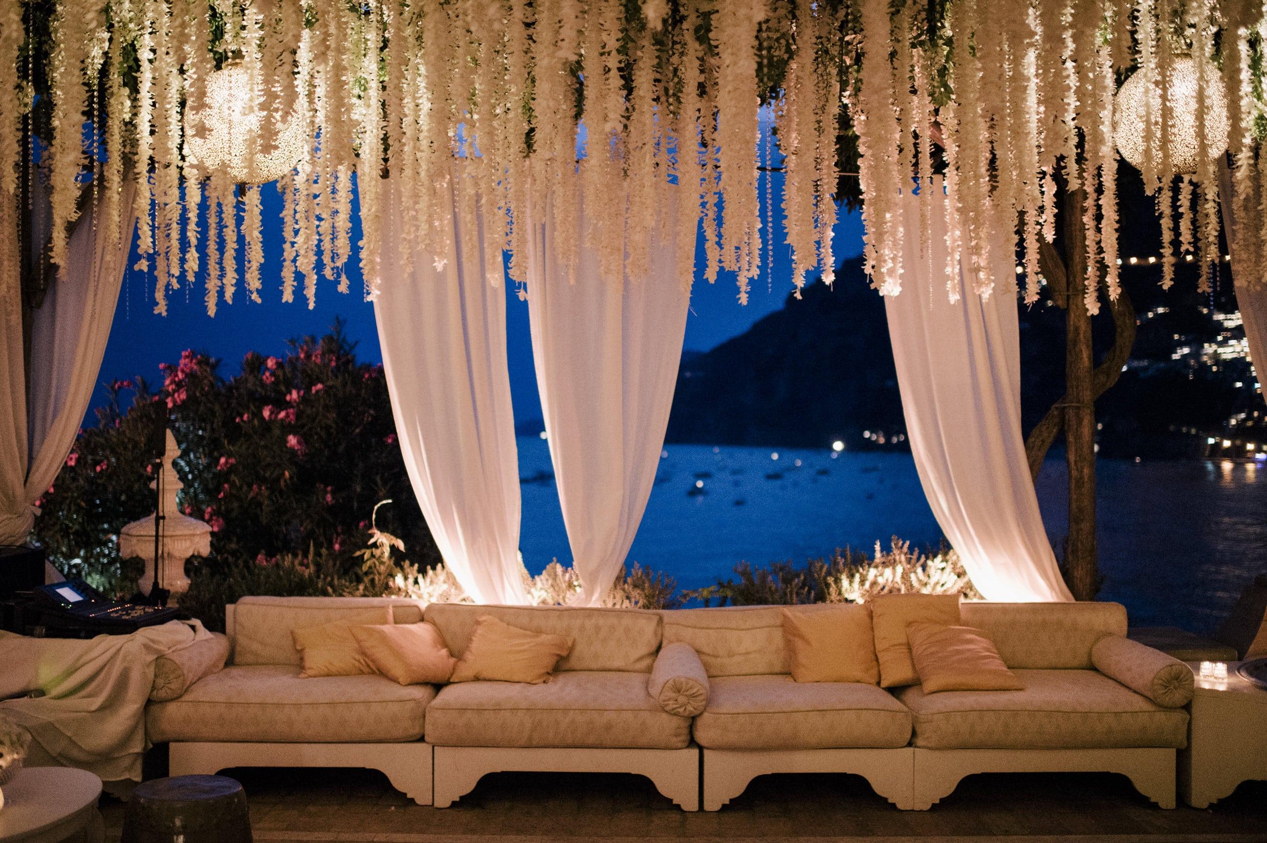 outdoor-lounge-area-wedding-day-positano