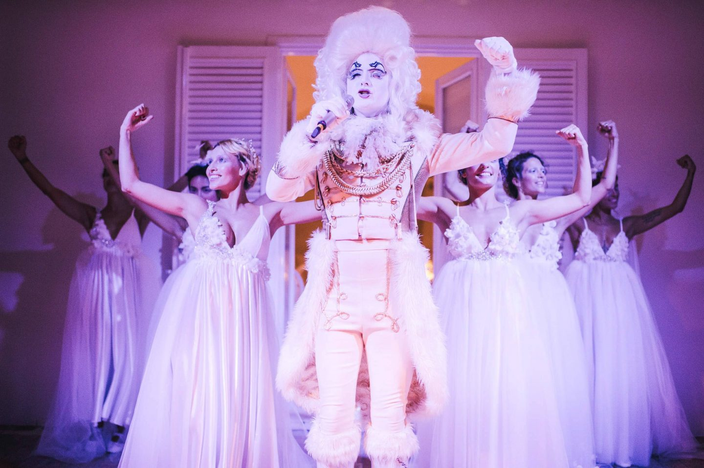 Truffle King Opera Singer performing at the Midsummer Night's Eve-themed white welcome party at this Positano wedding weekend in Villa Tre Ville | Photo by Gianni di Natale