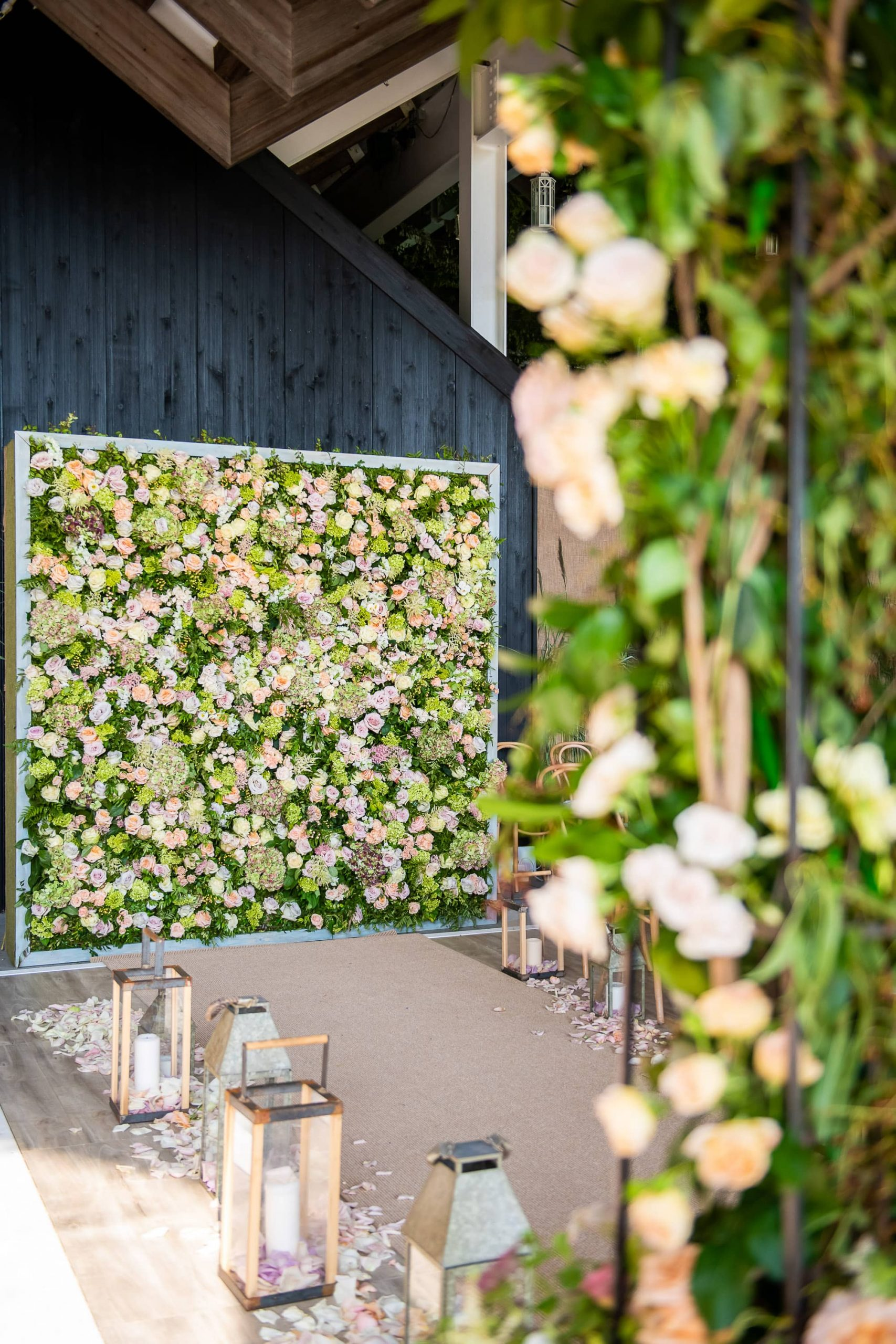 Floral decor at this Hamptons wedding weekend held at The Parrish Museum | Photo by Roey Yohai Studio