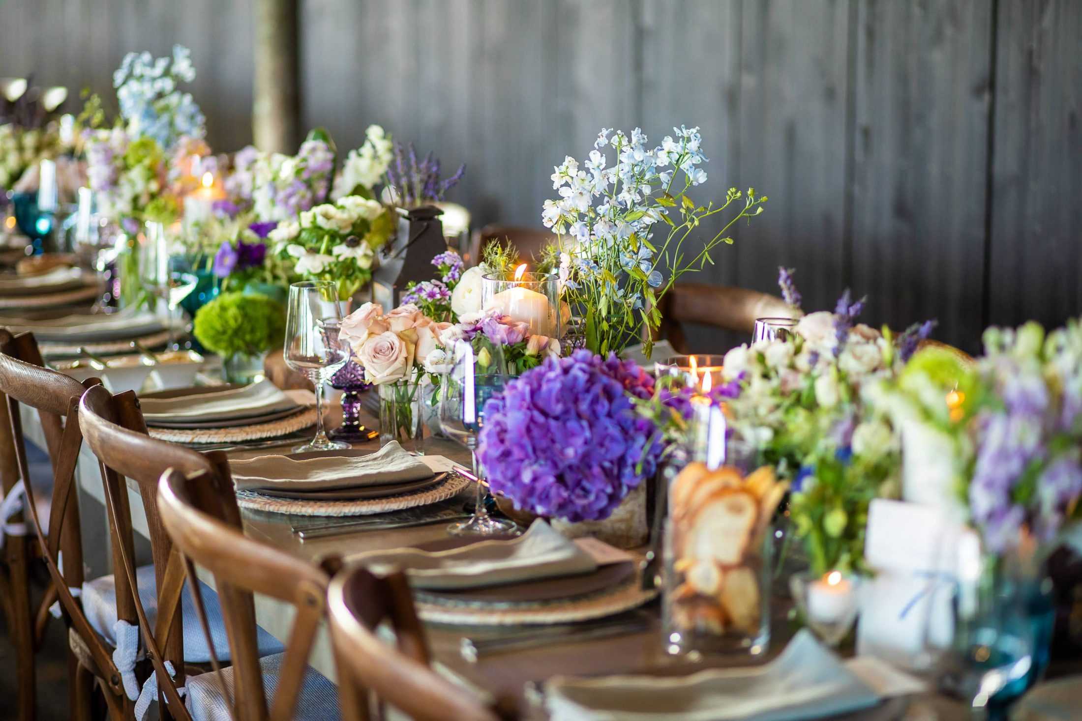Table decor at this Hamptons wedding weekend held at The Parrish Museum | Photo by Roey Yohai Studio