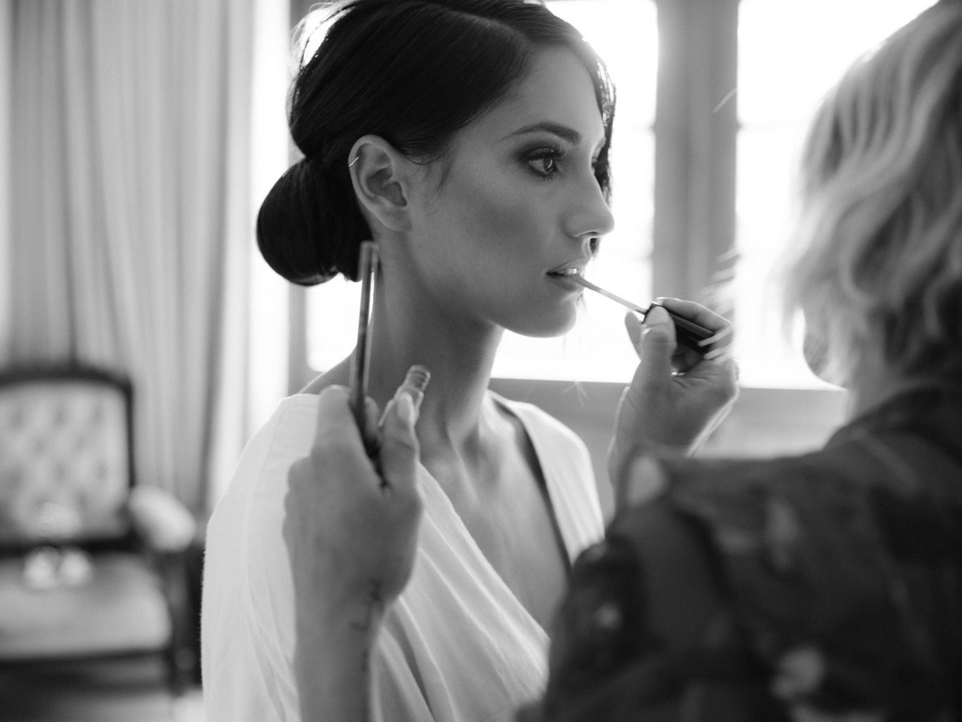 Bride getting ready at this Los Cabos wedding in Mexico | Photo by Allan Zepeda