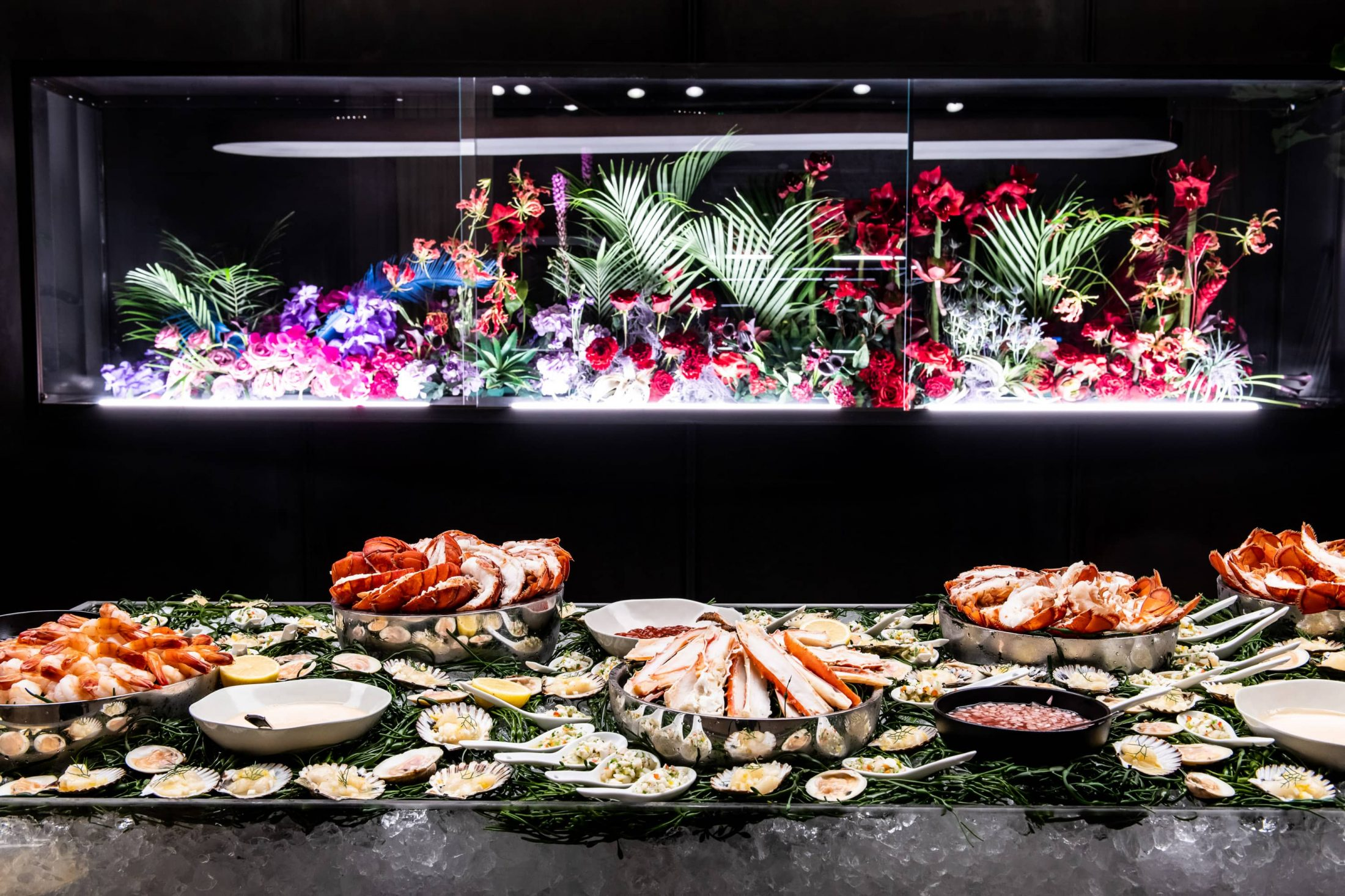Seafood bar at this NYE wedding in New York City | Photo by Gruber Photo