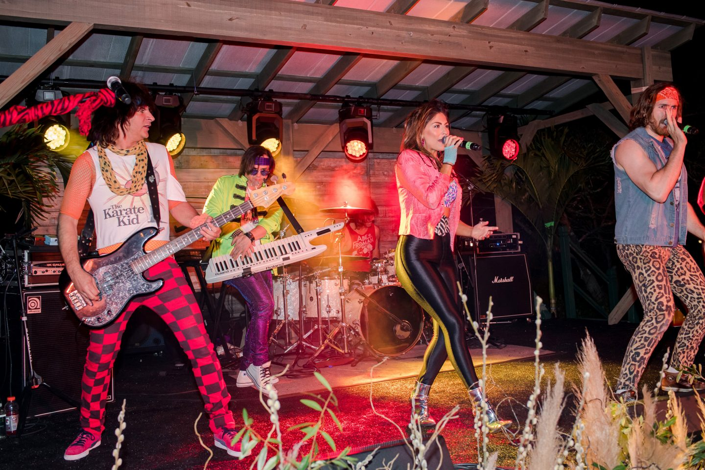 Jessie's Girl, an 80s tribute band from NYC, at this Sea Island wedding weekend in Georgia, USA | Photo by Liz Banfield