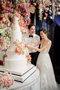 Cake cutting at this Sea Island wedding weekend in Georgia, USA | Photo by Liz Banfield
