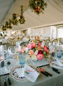 Table and floral decor at this Sea Island wedding weekend in Georgia, USA   Photo by Liz Banfield
