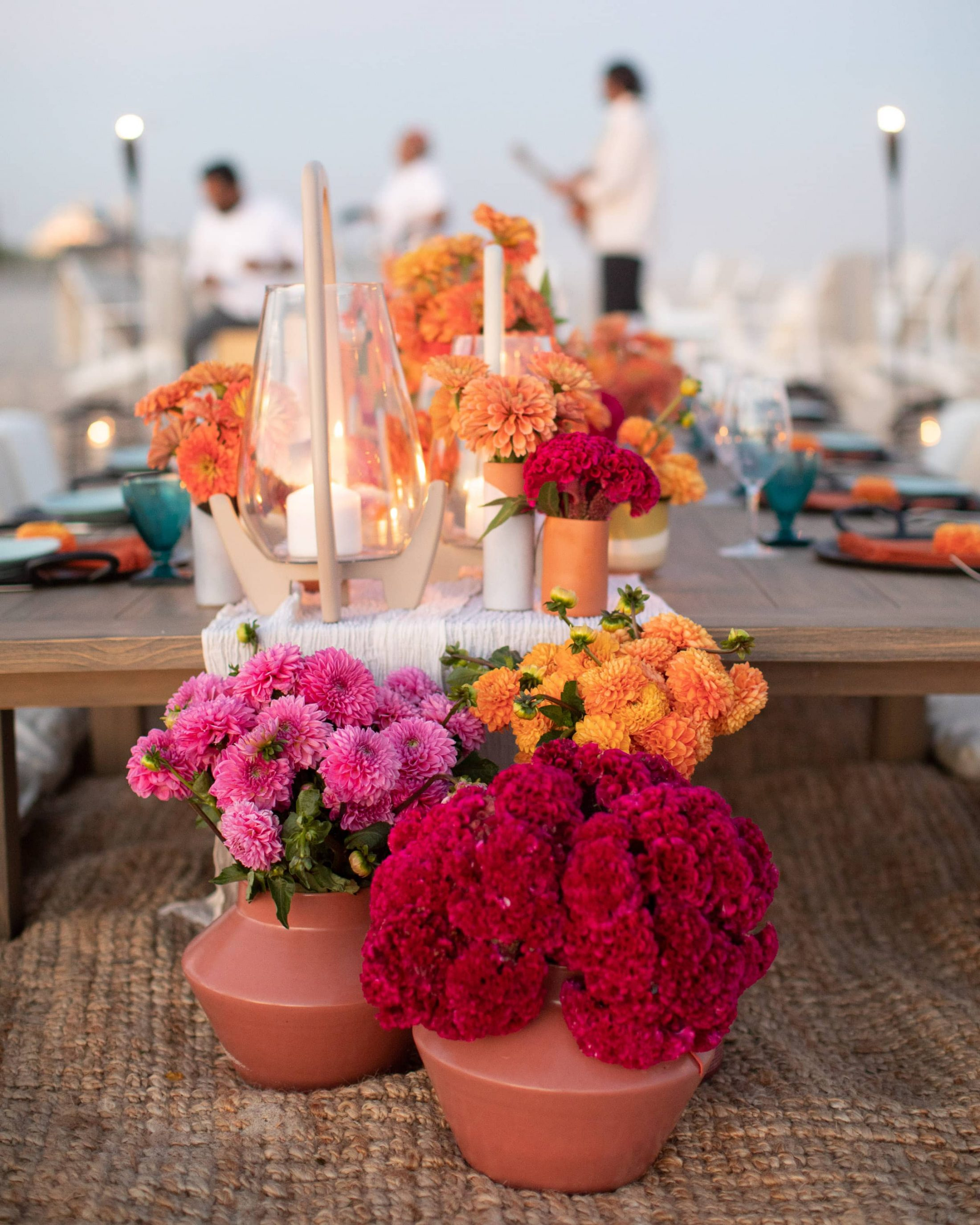 Floral decor at 40th birthday dinner on the beach in Southampton | Photo by Luis Zepeda